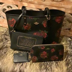 🌺Gorgeous Coach Jumbo Floral Reversible Tote Set!